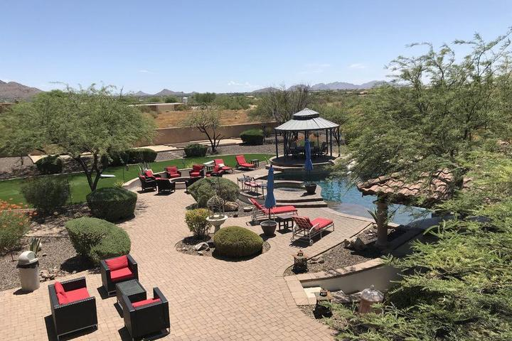 Pet Friendly Mansion Estate & Mini Golf