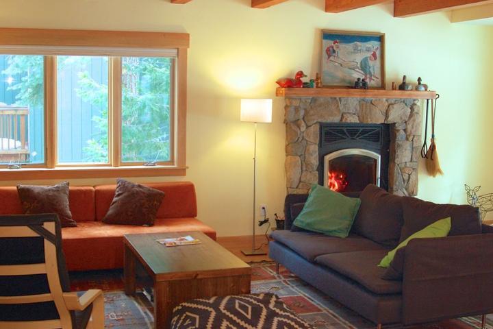 Pet Friendly Modern Cabin Sleeps 8