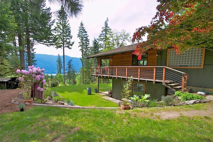 Pet Friendly Skamania Airbnb Rentals