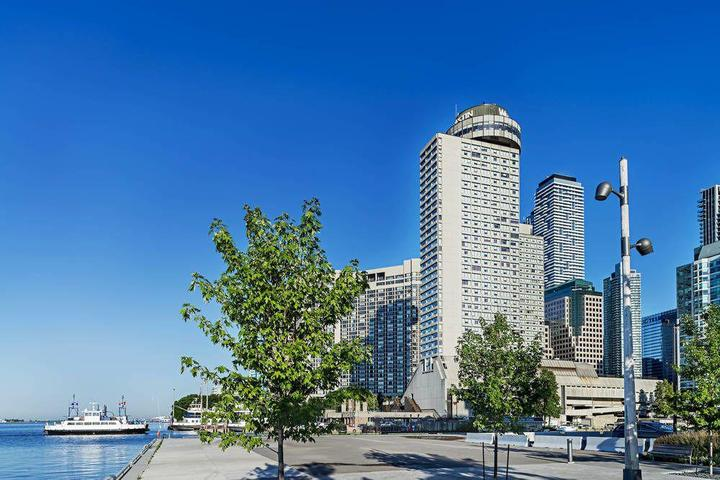 Pet Friendly The Westin Harbour Castle Toronto