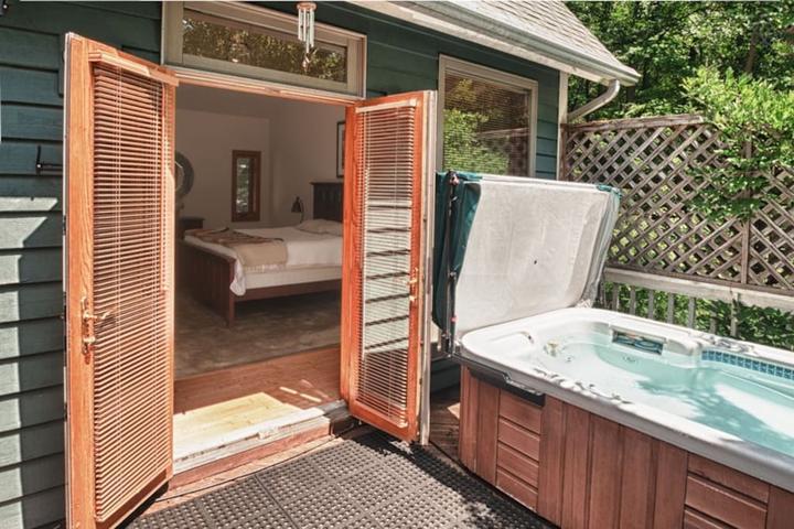 Pet Friendly Tyro Airbnb Rentals