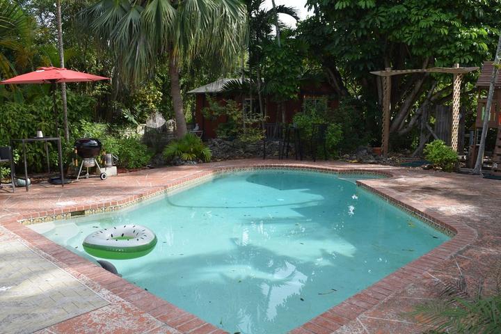 Pet Friendly Tropical Pool Home