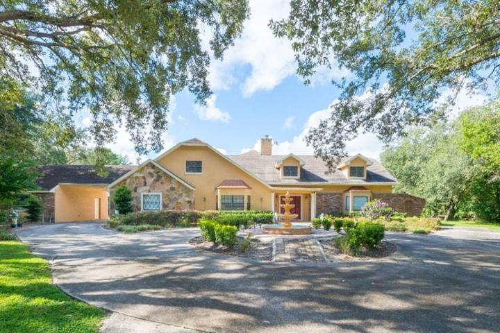 Pet Friendly Country Estate in City