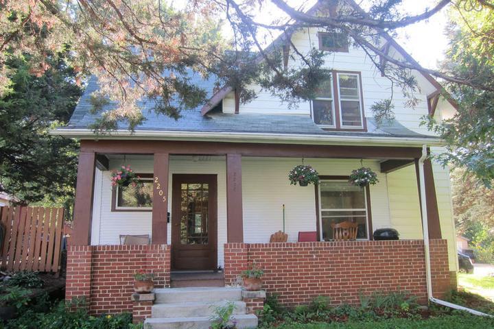 Pet Friendly Des Moines Airbnb Rentals