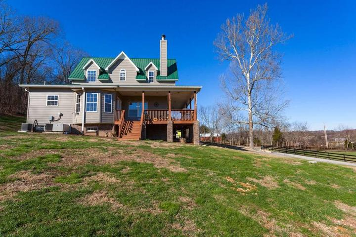 Pet Friendly Vacation Rentals in Thompson's Station, TN