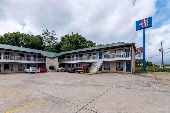 Pet Friendly Motel 6 Attalla