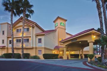Pet Friendly La Quinta Inn & Suites Tucson Airport