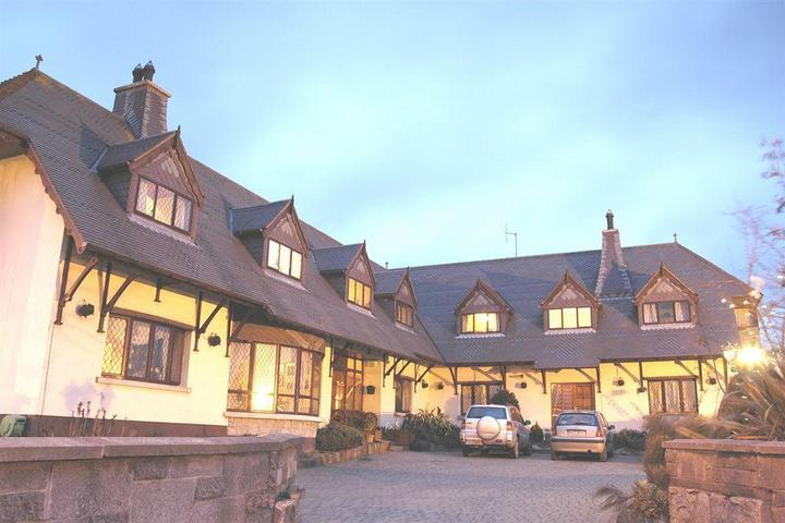 Pet Friendly Glenshandan Lodge Guest House