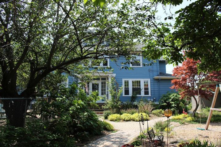 Pet Friendly Uxbridge Airbnb Rentals