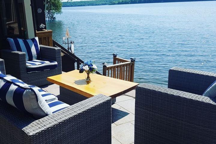 Pet Friendly Luxury Waterfront Cottage