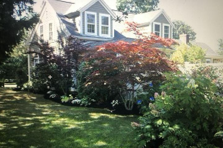Pet Friendly Historic Home in Downtown Osterville with Beach Pass