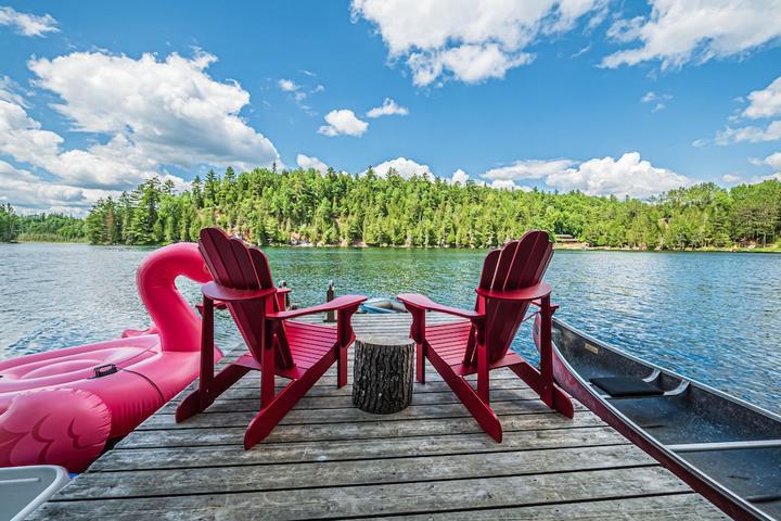 Pet Friendly Modern Quiet Getaway on Batelle Lake