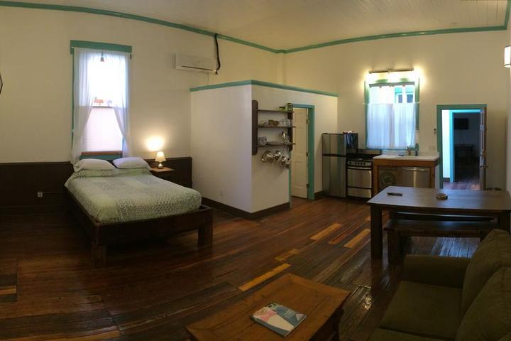 Pet Friendly Blu-Buck Mercantile Hotel #B
