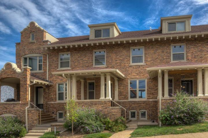 Pet Friendly Urban Townhome Lively District
