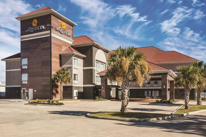 Pet Friendly La Quinta Inn & Suites Walker