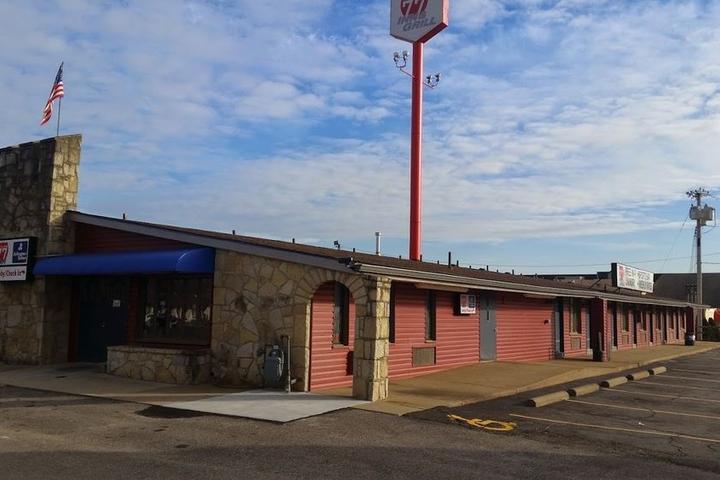 Pet Friendly 77 Inn & Grill