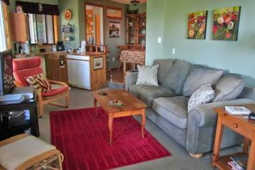 Pet Friendly Knotty Nook, Home away from Home