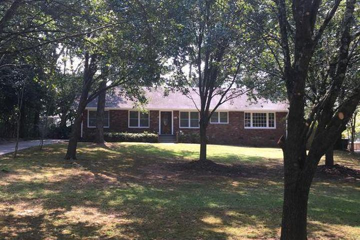 Pet Friendly 2/2 House with Fenced Yard