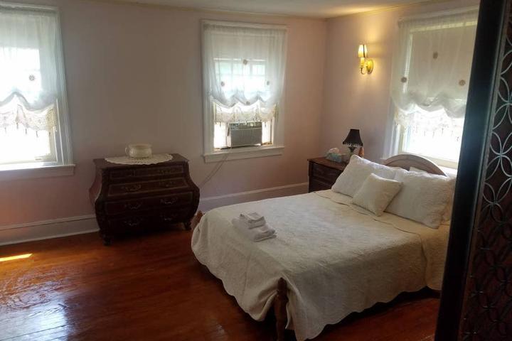 Pet Friendly Lansdowne Airbnb Rentals