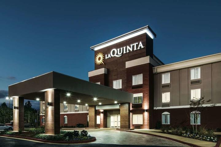 Pet Friendly La Quinta Inn & Suites by Wyndham Milledgeville