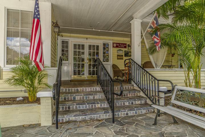 Pet Friendly The Historic Peninsula Inn