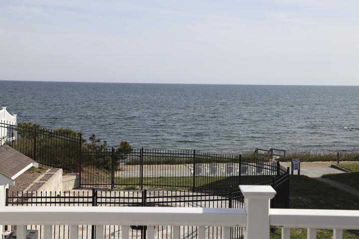 Pet Friendly Ocean & Beach Front Condo