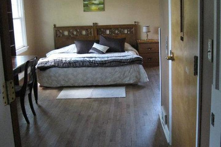 Pet Friendly Bedford Heights Airbnb Rentals