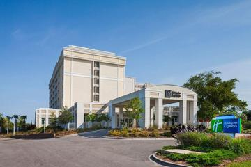 Pet Friendly Holiday Inn Express Charleston Downtown Medical Area