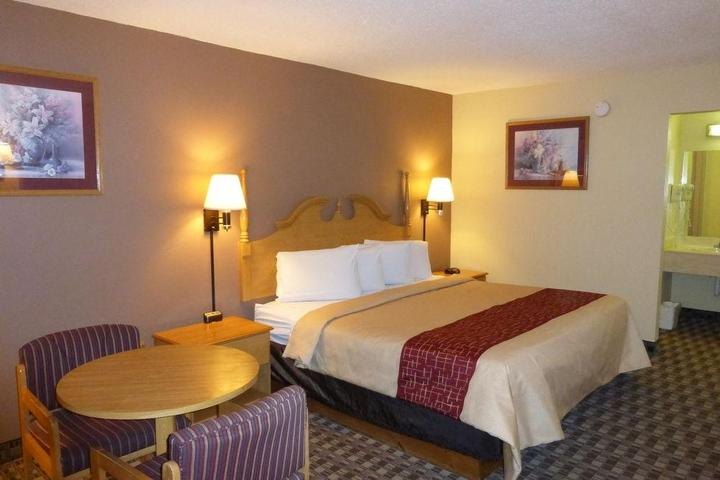 Pet Friendly Red Roof Inn Cave City