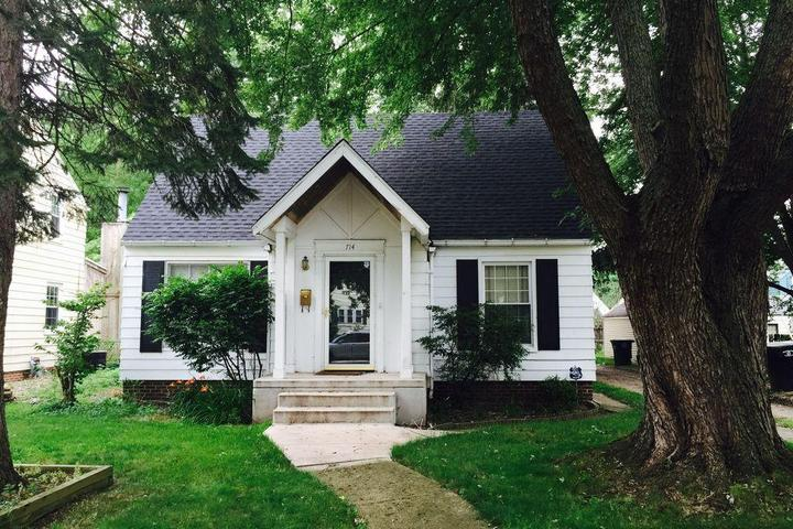 Pet Friendly 3/1 House with Patio/Balcony