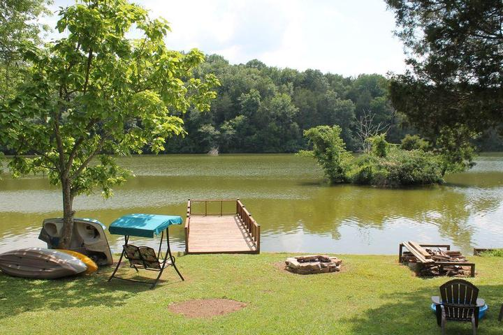 Pet Friendly Quiet Charming House on Lincoln Lake