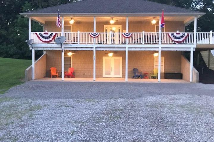 Pet Friendly Vacation Rentals in Dale Hollow Lake, TN