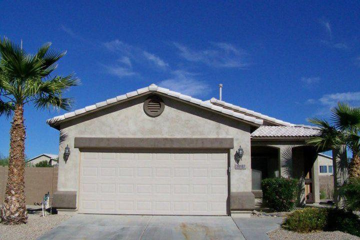 Pet Friendly 3/2 Bungalow with Swimming Pool