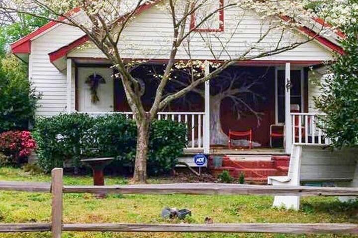 Pet Friendly Warrenville Airbnb Rentals