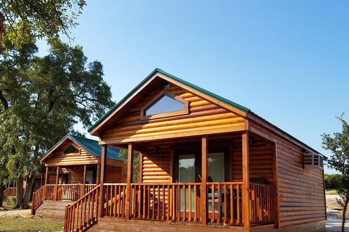 Pet Friendly Al's Hideaway Cabin and RV Space