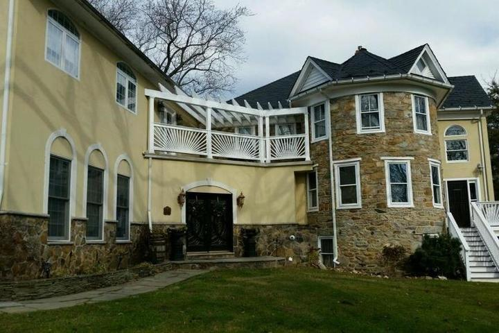Pet Friendly Stone Manor Bed and Breakfast
