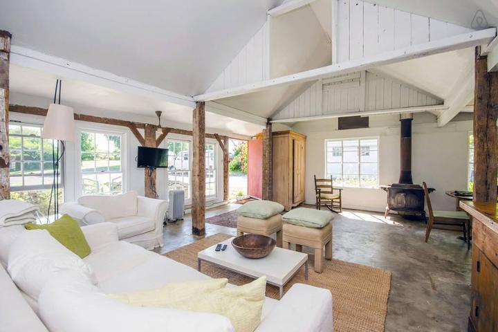 Pet Friendly Warwick Airbnb Rentals