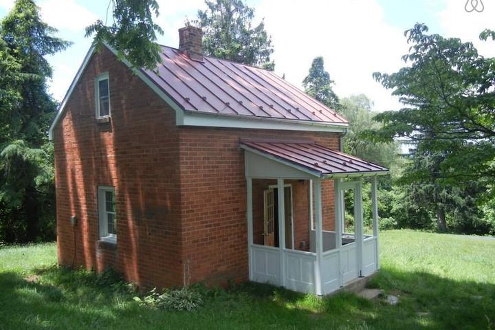 Pet Friendly Upperville Airbnb Rentals