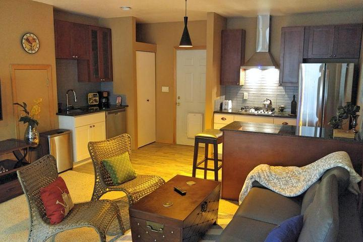 Pet Friendly Quiet 2-Bedroom Suite in a Lake View House