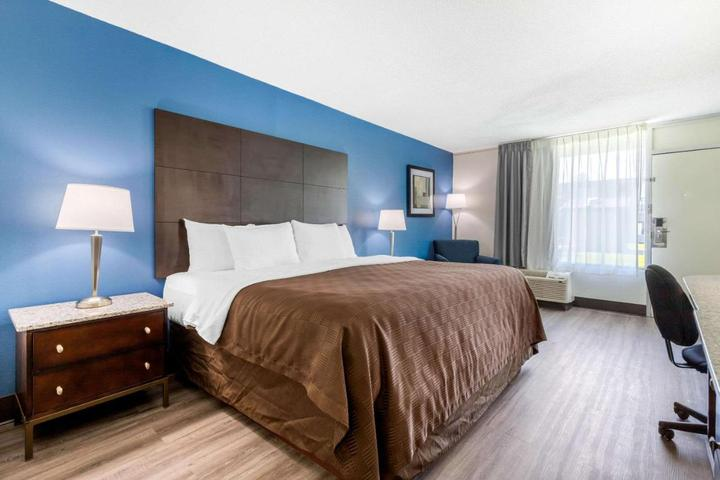Pet Friendly Days Inn and Suites by Wyndham Oxford