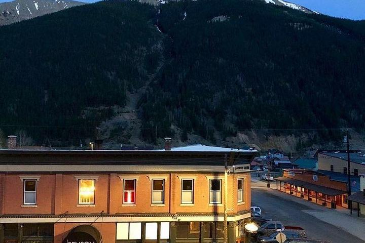 Pet Friendly A Unique Lodge in the Heart of Silverton
