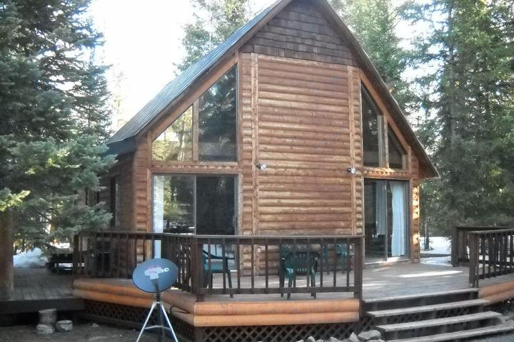 Pet Friendly Mountain Getaway Cabin