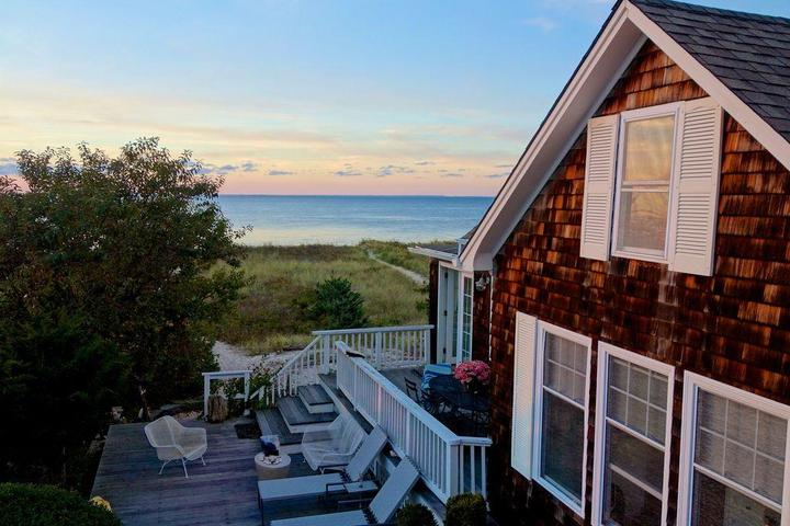 Pet Friendly 2-Bedroom Waterfront Beach House with Terrace