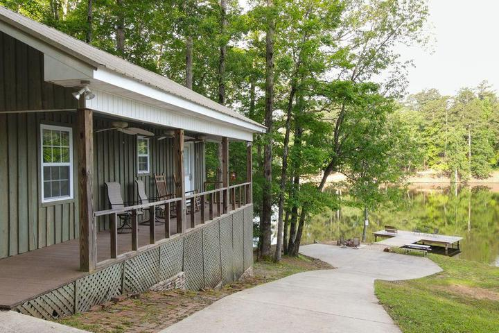 Pet Friendly Gorgeous Cabin on Private Lake Robin