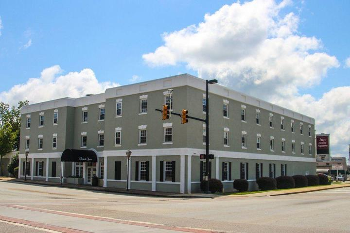 Pet Friendly Inn on the Square