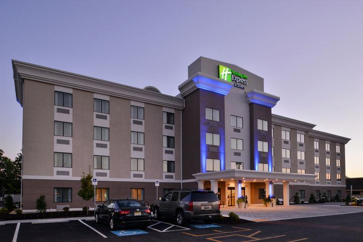 Pet Friendly Holiday Inn Express & Suites West Ocean City