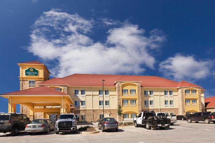 Pet Friendly La Quinta Inn & Suites Floresville