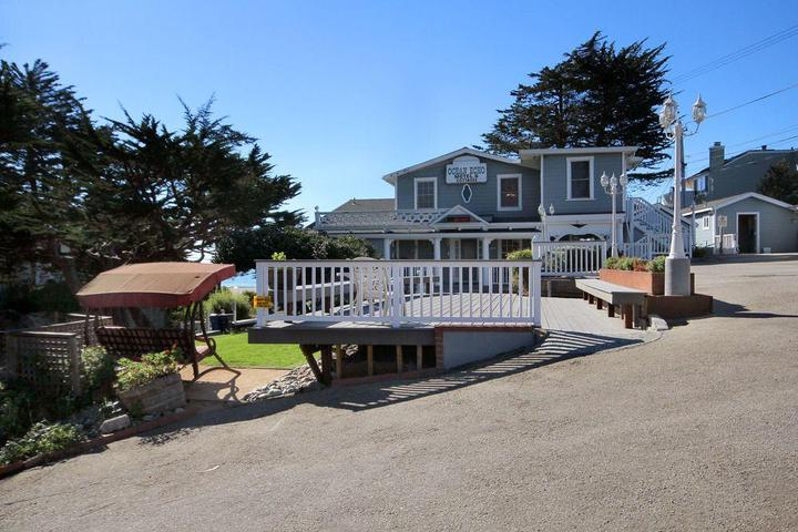 Pet Friendly Ocean Echo Inn and Beach Cottages