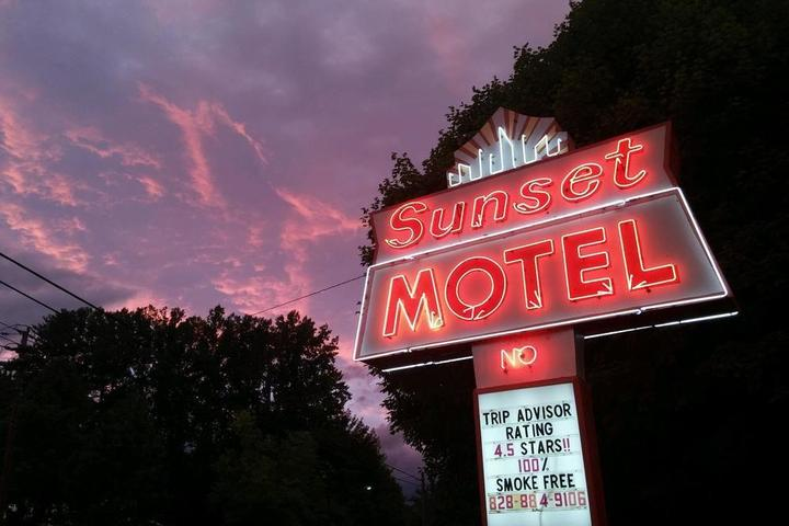 Pet Friendly The Sunset Motel