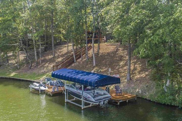 Pet Friendly Secluded River Bend Retreat with Kayaks